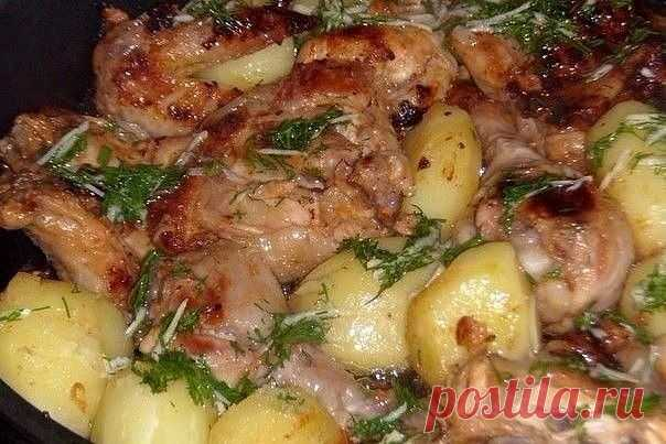 ПОЛЕЗНО ЗНАТЬ !!  Курица в кефире - оболденный и простой рецепт 1.Курицу разрезать на порционные кусочки соль,перец. 2.Смешиваем 1 стакан кефира 1 ч.л. томат. пасты 0.5 ч.л. горчицы. 3.Курицу заливаем маринадом и оставляем на ночь. 4.В форму для запекания укладываем кусочки, поливаем оставшимся маринадом и запекаем. 5.Картофель отварить. 6.Когда курица будет готова, картофель укладываем к курице, поливаем чесночным маслом (смешать 3 стол.л. раст. масла зелень изм. чеснок).