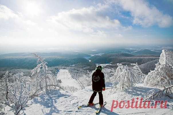 Новогодние праздники закончились, но это не мешает планировать новые путешествия. National Geographic Traveler Россия рассказывает о главных зимних курортах России.