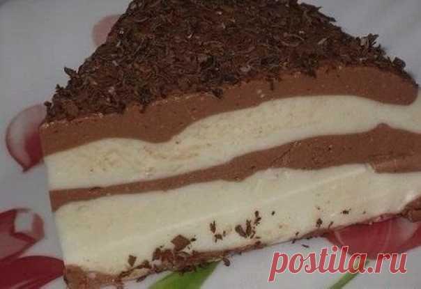 Лёгкий шоколадно-творожный десерт 83 ккал на 100 г  Ингредиенты: - творог обезжиренный 400гр - молоко 1-1,5% 100мл - какао-порошок - 20-40г (я 20г добавила, но можно и побольше) - мёд - грамм 30 (у меня 2ч.ложки) - желатин пищевой - 20-25гр  Приготовление: 1. Желатин развести в стакане воды, оставить минут на 30-40, поставить на медленный огонь, до растворения желатина. 2. Добавить молоко, творог, какао, мёд. перемешать блендером в однородную массу. 3. Залить в форму и убр...