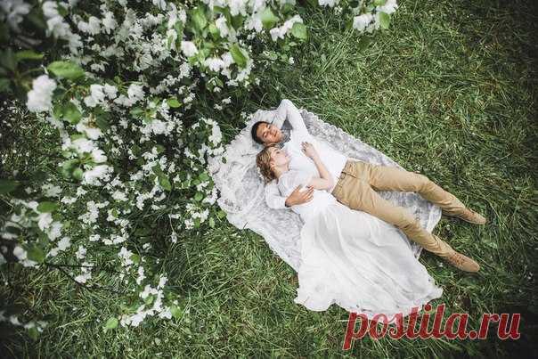 Вдохновение весной и цветущим садом! Незабываемые фотографии от Наты Даниловой Вся серия: weddywood.ru/spring-blossom-inspiration-stilizovannaja-fotosessija