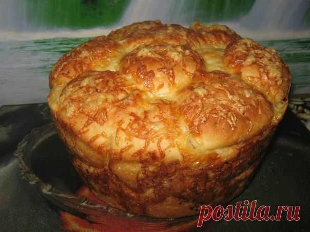 """""""Обезьяний хлеб"""" с сыром и чесноком - Простые рецепты Овкусе.ру  P.S. Делала лично! Рецепт легкий, а хлеб вкуснятина. Рекомендую! Единственное на что обращаю Ваше внимание - не складывайте шарики близко друг от друга. Тесто будет подниматься и пустоты не будет."""