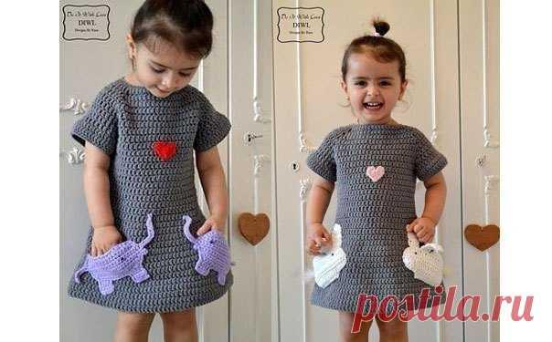 Платье с карманами-зайчиками