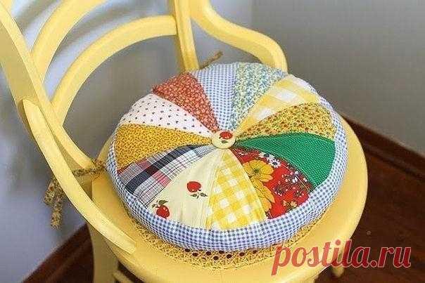 Сидушка -подушка из лоскутков ткани