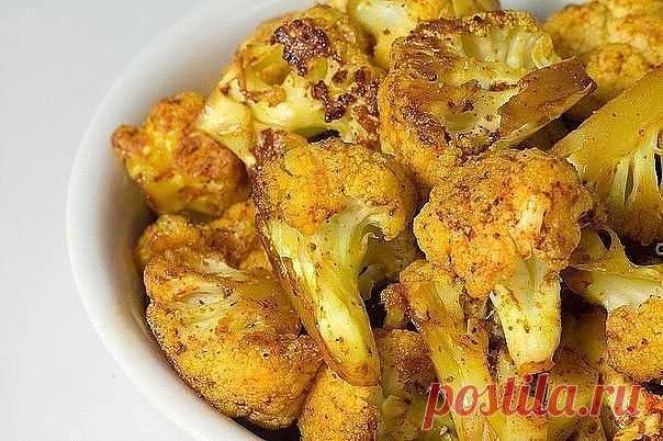 Как приготовить самую вкусную цветную капусту в мире: лучше я не пробовал! Даже если ты не особый фанат блюд из цветной капусты, однозначно попробуй приготовить этот овощ по новому рецепту!!! Румяную, ароматную, хрустящую снаружи и нежную внутри, жареную цветную капусту в сырной панировке невозможно не полюбить!  Жареная цветная капуста ИНГРЕДИЕНТЫ  ● 1 кочан цветной капусты ● 3 яйца ● 6 ст. л. муки ● масло для жарки ● 1 ст. панировочных сухарей ● 50 г тертого твердого сыр...