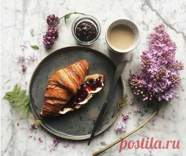Доброе утро! Счастливые и красивые ! Фиолетовое сегодня утро!