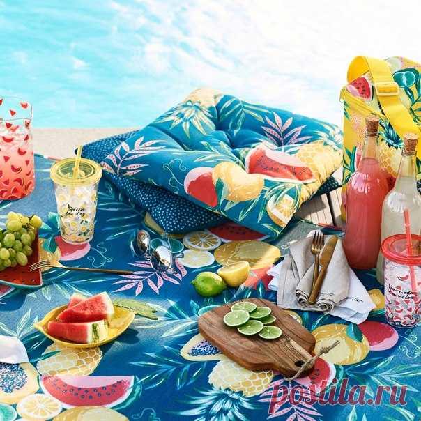 ¡El verano — el mejor tiempo para el descanso sobre la naturaleza! Las almohadas, las mantas y la vajilla conveniente de plástico - adquieran todo necesario para el picnic en algunas tiendas y onlayn. #HMHome