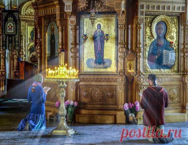 «LA ORACIÓN ABRE EL CIELO»: EL VIEJO DE ATHOS HA CONTADO COMO ES NECESARIO REZAR QUE DIÓS OIGA.\u000a\u000aLa oración es el sacramento de la comunicación viva vaya con Dios y la base de la vida espiritual de la persona creyente. Sobre lo que Diós espera de nuestra oración y por que recompensa que pide, ha contado el viejo Gavril Kareysky de Athos.\u000a\u000aEn el mundo moderno muchos de nosotros conceden a la oración el significado secundario, poniendo al primer lugar las preocupaciones laicas. El monje de Athos estudia a lo que principal, que hasta...