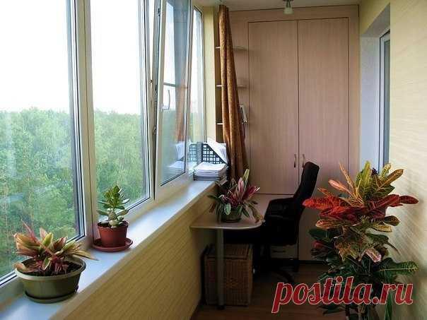 Как утеплить лоджию Чтобы обеспечить комфорт в квартире с открытым балконом, необходимо капитально утеплить лоджию — ее пол, потолок и стены. Чем и как утеплять это зависит от результата, который вы хотите получить. Точнее, от того, насколько вы хотите утеплить лоджию или балкон. Утеплять лоджии намного проще и дешевле, а вот утепление же балконов — мероприятие весьма затратное. На теплопотери влияют тысячи факторов: • Сторона, на которую выходит балкон (на юг или на север); • Застеклены ли…