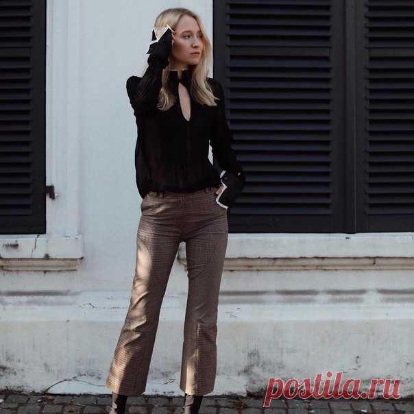 Блогер из Германии Juliane Diesner в образе из новой лимитированной коллекции H&M Studio AW17. Коллекция появится в продаже 14 сентября в избранных магазинах и онлайн. #HMStudio #AW17