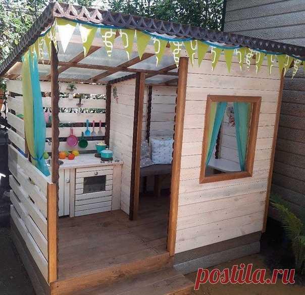 Дочь просила дом, построил пока такой)
