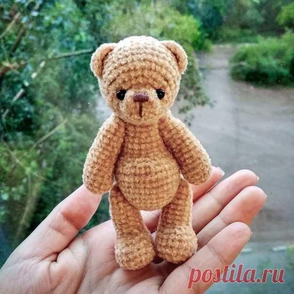 Медвежонок Бежик    Высота вязаной крючком игрушки примерно 10,5 см  Пряжа YarnArt Velour (https://vk.com/album-180151698_263249180)  Крючок 1,5 мм