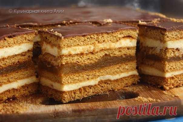 El postre querido de la infancia: el pastel Tierno De miel con el relleno