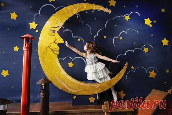 СКАЗКИ НА НОЧЬ    Эти сказки помогут Вашему малышу успокоиться и увидеть волшебные, нежные сны!   Включите крохе перед сном!