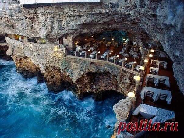 Restaurant in Italy. Grotta Palazzeze in Polinyano and Mara, the Adriatic Sea