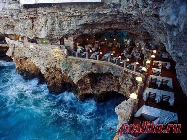 Ресторан в Италии. Гротта Палаццезе в Полиньяно а Маре, Адриатическое море