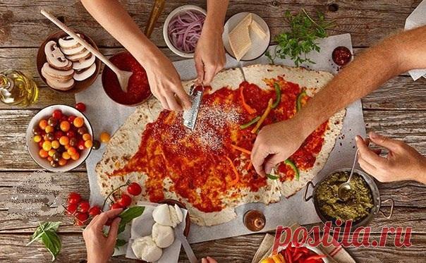 Как приготовить пиццу: рецепт теста и 10 начинок