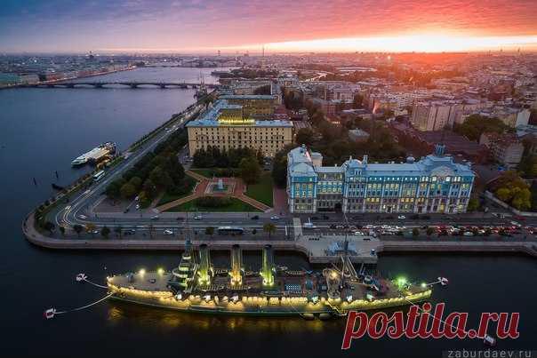 Крейсер «Аврора». Санкт-Петербург. Автор фото — Станислав Забурдаев: Добрых снов.