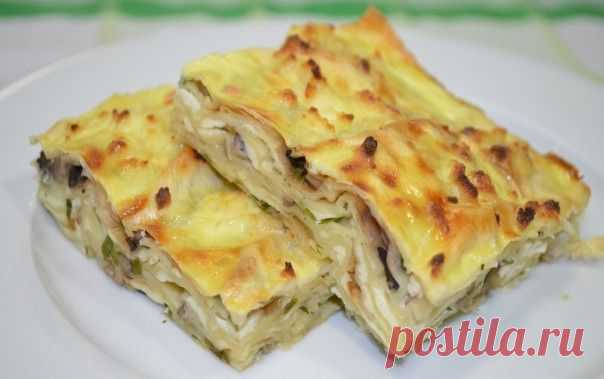 Pie from an unleavened wheat cake with mushrooms and cheese
