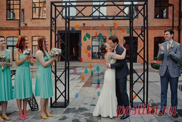Свадьба в стиле лофт - отличный вариант для смелых пар, которые не боятся ломать стереотипы! Продолжение историй по ссылке в описании к фото.