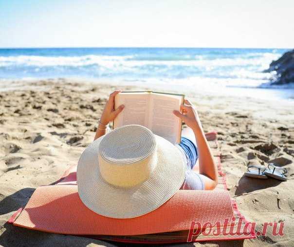 Плавать с акулами, дегустировать местные блюда, загорать на пляже, жить в лучших отелях – и получать за это 10 000 долларов в месяц. Мечта? Мечта!