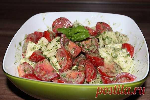 Салат с моцарелой и помидорами с ароматной летней заправкой Вместо плотного ужина!