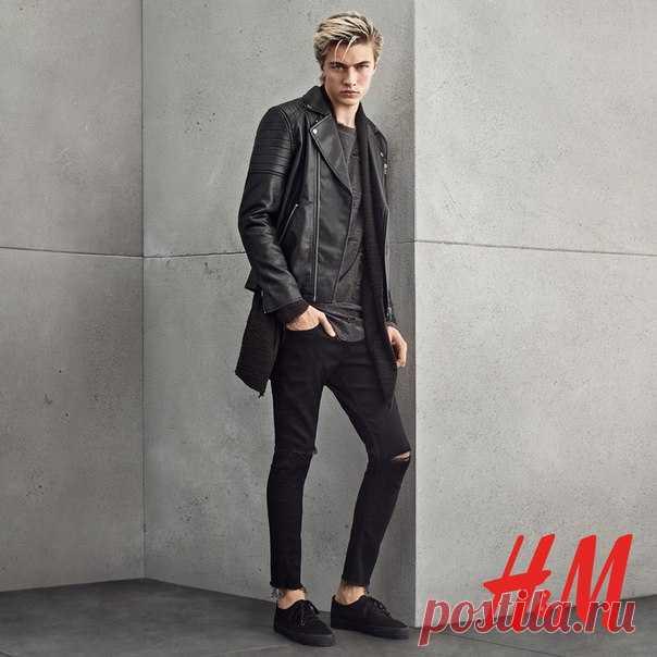 fb3829fcd1e5 Потертая кожаная куртка, рваные джинсы и небрежная футболка составят ...