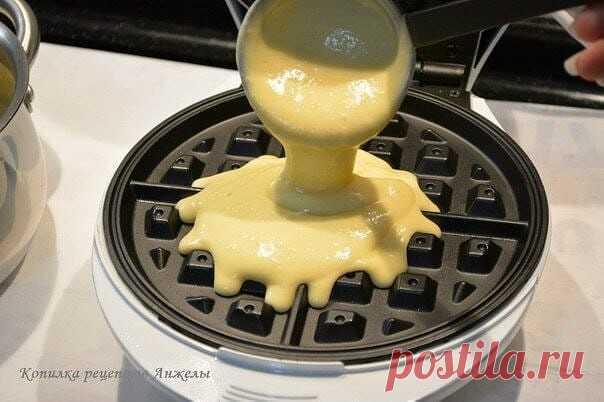 Бельгийские вафли  Ингредиенты: -1 ч ложка сухих дрожжей -250 мл теплого молока -100-150 г сахара -250-300 г муки -3 яйца комнатной t -150 г растопленного сливочного масла  Приготовление: В миску вливаем теплое молоко, всыпаем дрожжи - перемешиваем. Яйца комнатной t взбиваем с сахаром в пышную, белую массу. В миску с молоком и дрожжами, вливаем взбитые яйца с сахаром - перемешиваем. Туда же просеиваем муку - перемешиваем до однородной массы без комочков. Вливаем растопленн...
