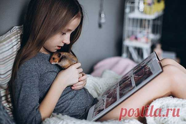 Today in the heading #миф_читатель at us lovely Milena Zaytseva with a pet and the first volume of our \