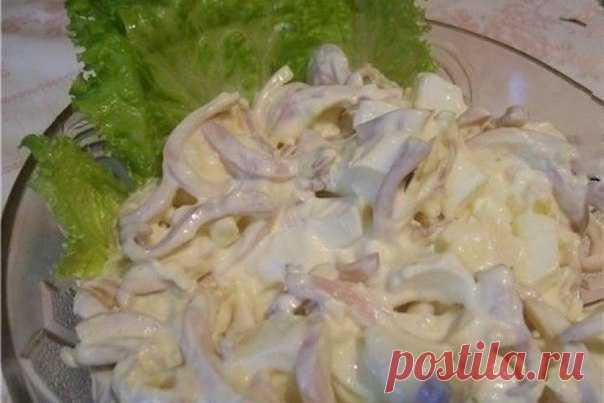 Обалденно вкусный салат из кальмаров с плавленым сыром
