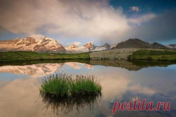 Виктор Эммануил II, король Сардинии и Пьемонта, основал Гран-Парадизо для спасения альпийских горных козлов. Основал, впрочем, прежде всего для себя – уж очень монарх любил охотиться. Сегодня Гран-Парадизо – это национальный парк, в котором сохранилась первозданная природа Италии.