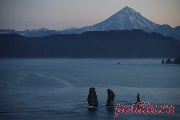Скалы Три Брата на Камчатке. Автор фото – А.Ю. Усик: nat-geo.ru/community/user/162772/
