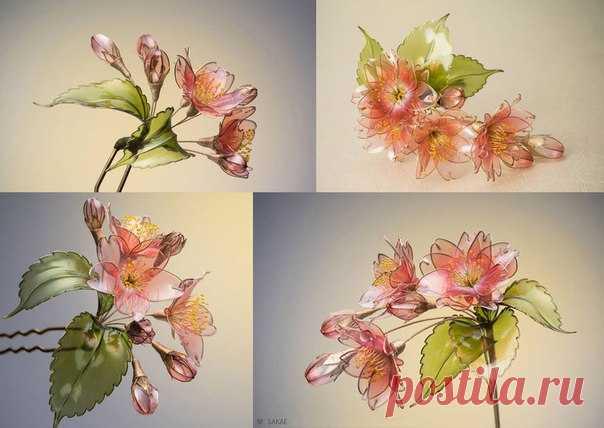 Японская мастерица SAKAE творит потрясающие воздушно-прозрачные, трепещуще-невесомые украшения для волос в виде цветов, бабочек, плодов физалиса. Возможно, изображения вдохновят и Вас попробовать сотворить что-то подобное? / Astro Analytics