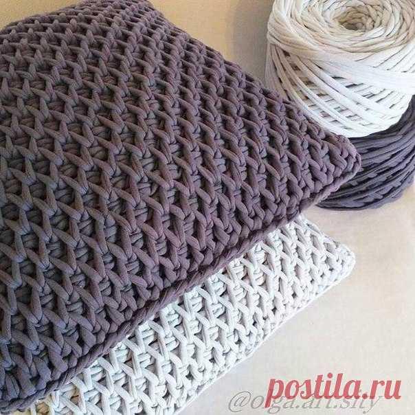 "Pillow from a knitted yarn a beautiful pattern ""соты""\u000d\u000a#узорспицами"