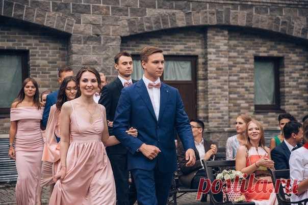 Классическая европейская свадьба Владимира и Анны в розовом цвете, перенесенная на территорию средневекового замка, с итальянскими нотками в виде лимонов. Посмотреть продолжение истории: