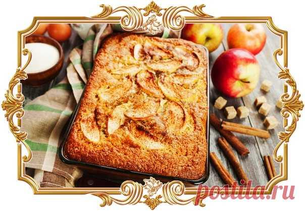 #Манник #на #кефире #с #яблоками и #корицей  #В #этом #нежнейшем #пироге #совсем #нет #муки. Зато есть кисло-сладкие фрукты и корица, которые делают вкус и аромат просто потрясающим.  Время приготовления: Показать полностью...