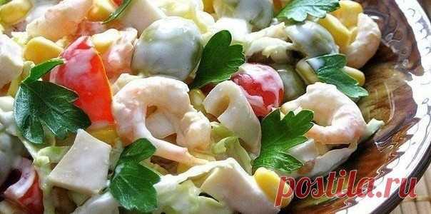 Необыкновенно вкусный, нежный, яркий и очень праздничный салат с креветками и кальмарами