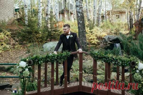 Разработкой концепции и декора своей эко-свадьбы Кирилл и Кристина занимались самостоятельно - и посмотрите, как здорово у них получилось! Посмотреть продолжение истории: