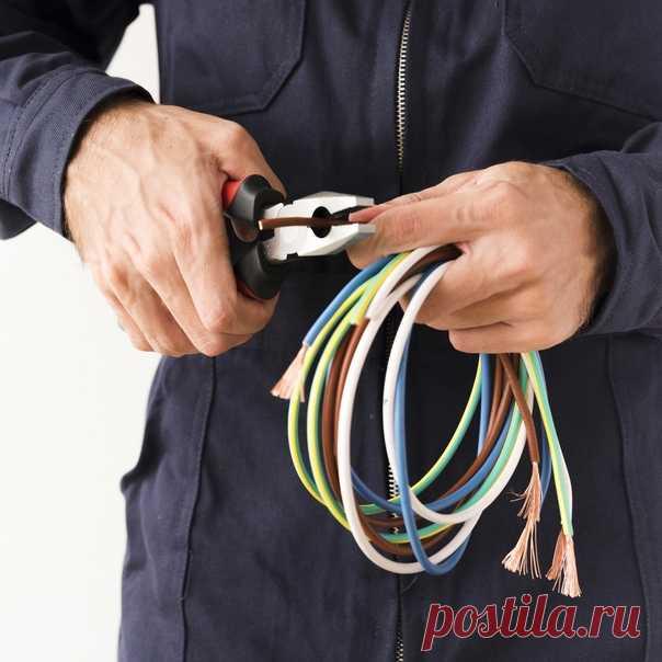 ⚡ Какой кабель лучше выбрать? В этом посте расскажем про три вида: КГ, ВВГ и NYM 📌 КГ Кабель гибкий – имеет изоляцию из резины на основе натурального каучука. Причем изоляцию имеет как сам кабель, так и каждая его жила. Может использоваться внутри помещений и на улице за счет своих свойств. Подходит как для стационарной укладки, так и для изготовления удлинителей. Плюсы ● Сохраняет гибкость даже на морозе ● Устойчив к ультрафиолету ● Выдерживает высокую влажность 📌 ВВГ Такой кабель имеет…