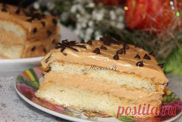 """Торт """"Ириска"""".  Почему бы в обычный будний день не побаловать домашних таким наивкуснейшим тортиком из воздушного бисквита, пропитанного фруктовым сиропом, и очень-очень вкусного крема, который напоминает сливочные ириски - поэтому так и назвала тортик!  Бисквит: Показать полностью…"""