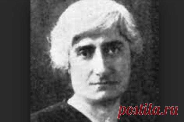 ՀԱՅՈՒՀԻ Заруи Кавалджян (1877 – 1969 гг.). Զարուհի Քավալջյան (1877-1969 թթ.)  Թուրքիայի առաջին կին բժիշկը եղել է ծագումով հայ Զարուհի Քավալջյանը: Նա ծնվել է Թուրքիայի Ադափազար քաղաքում: Նրա հայրը՝ Սերոբ Քավալջյանը, 1875թ. ավարտել էր Բոստոնի բժշկական համալսարանը և Ադափազարում ու Իզմիթում աշխատում էր որպես բժիշկ: Զարուհին 1898թ. ավարտում է Ադափազարի Ամերիկյան իգական քոլեջը և նույն թվականին մեկնում ԱՄՆ, քանի որ Օսմանյան պետությունում կանաց արգելված էր բժշկություն ուսումնասիրել: