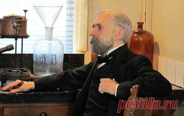 Кто изобрел динамит: удивительная история убежденного пацифиста Осенью 1833 года в столице Швеции родился будущий гений: химик, инженер, изобретатель и филантроп. Его полное имя — Альфред Бернхард Нобель. Родители Главой многодетной и обедневшей семьи был предприниматель и изобретатель — Эммануил Нобель. Вскоре из-за финансовых проблем отец отправился в Финляндию, затем в Россию. Дети остались с матерью в Стокгольме. Из семи сыновей выжило […] Читай дальше на сайте. Жми подробнее ➡