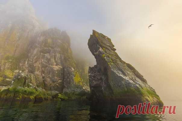 Las rocas de Matykilya. Las islas de posta, el mar de Ojotsk. El autor de la foto – Cirilo Uyutnov: nat-geo.ru\/photo\/user\/37684\/