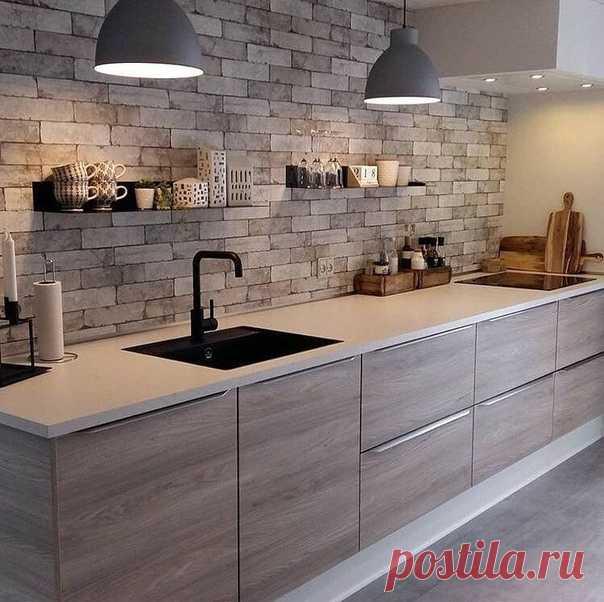 Кухня с полками вместо навесных шкафов