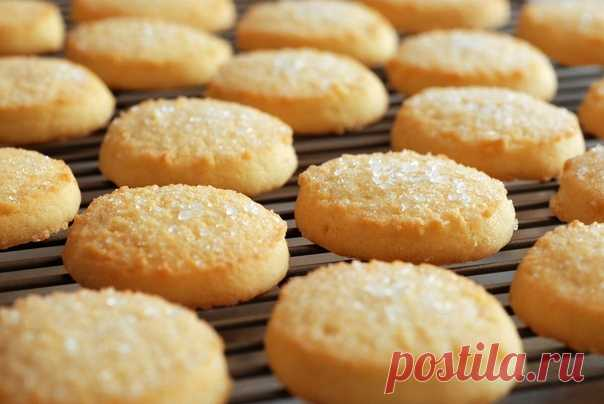 ПЕЧЕНЬИЦЕ К ЧАЮ (Не сложный рецепт)   Ингредиенты:  — масло сливочное — 200 гр. — майонез — 200 гр. — яйцо куриное — 1 шт. — сахар — 1 стак. — мук пшеничная — 3,5 стак. — сахар ванильный — 2 ч. л. — соль — 1/2 ч. л. — разрыхлитель — 1 ч. л.   Приготовление:  1. Взбейте размягченное при комнатной температуре масло с майонезом, добавьте яйцо, соль, сахар, ванильный сахар и еще раз взбейте до однородности.  2. Добавьте муку, предварительно просеянную через сито вместе с разры...