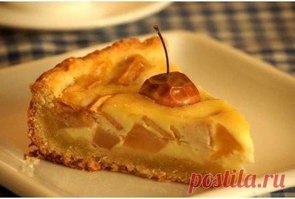 Яблочный пирог.   • источник Новогодняя Кулинария •             Яблочный пирог.Еще одна вариация на тему яблочного пирога, вся прелесть этого пирога в сливочной заливке.Время приготовления: 50 минутПорций: 8Вам потре…