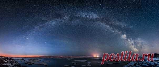«7 месяцев мы зимовали на берегу Охотского моря на Сахалине, в районе Крайнего Севера. Вдвоем с мужем, вдали от цивилизации и каких-либо удобств. Это был важный опыт автономной зимовки», – рассказывает Екатерины Васягина (nat-geo.ru/photo/user/38484/), которая сняла эту звёздную панораму. Не знаем, где собираетесь зимовать вы, но желаем добрых снов!