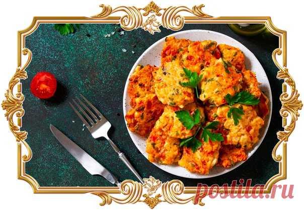 Рубленые куриные котлеты с сыром и болгарским перцем  Эти котлеты получаются сочными, ароматными и совсем не жирными, ведь жарятся они без масла.  Время приготовления: Показать полностью…