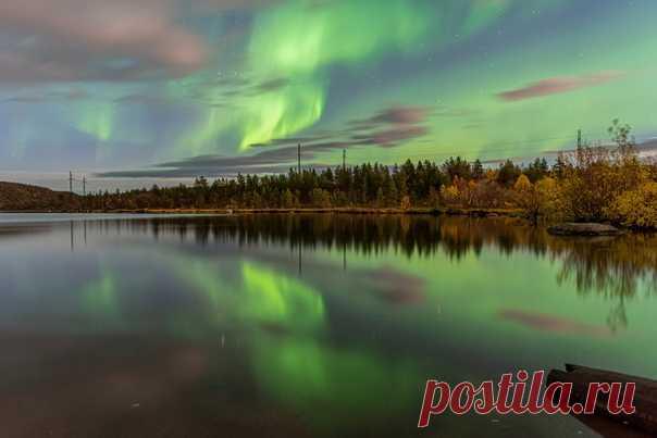Ночные чудеса осеннего неба севера. Мурманская область, автор фото – Оксана Кузикова: nat-geo.ru/community/user/222637/ Цветных снов.