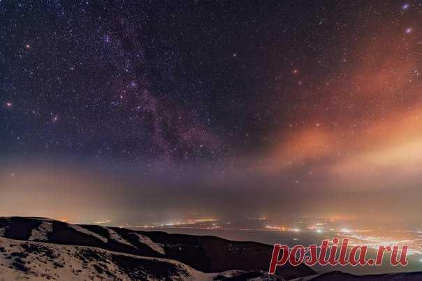 Зимняя ночь на плато Ушконыр. Алматинская область, Казахстан. Снимок Ольги Кулаковой: nat-geo.ru/photo/user/292190 Доброй ночи!