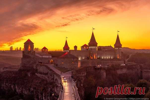 Вечерние краски Каменец-Подольского, Украина. Снимал Арсений Герасименко: nat-geo.ru/community/user/49941/